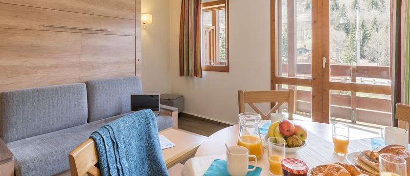 Les Ravines apartment dining area